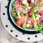 Sommer-Salat mit Himbeeren und fruchtiger Vinaigrette