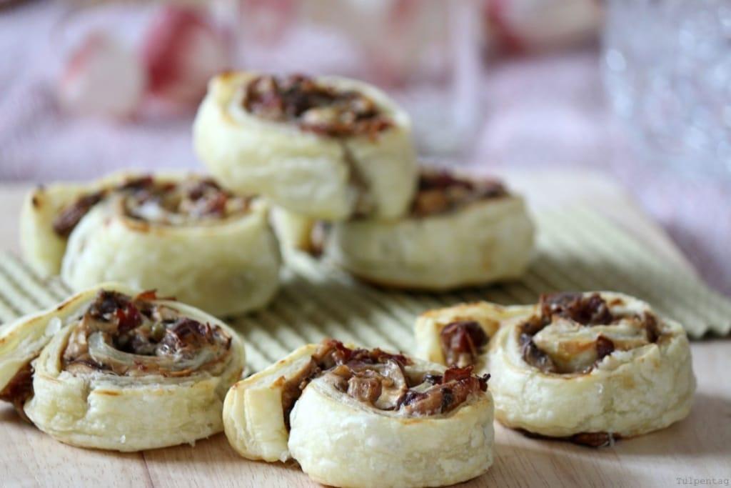 Blätterteig Frischkäse Snack Pilze Datteln Fingerfood