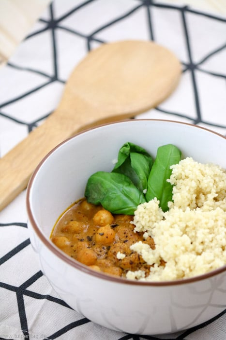 Kichererbsen-Curry mit Couscous in 20 Minuten #Rezept #vegetarisch #schnell #feierabendküche #schnelleküche #vegan