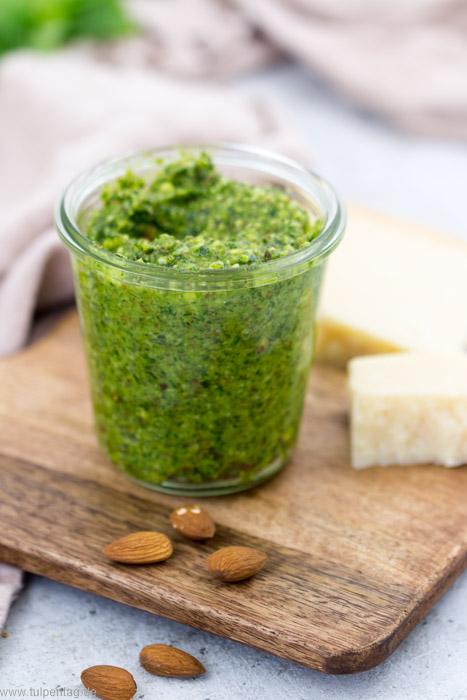 grünes Pesto mit Mandeln grün vegetarisch Rezept schnell Basilikum
