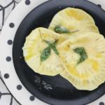 Ziegenkaese-RaviolimitHonig-Salbei-Butter4
