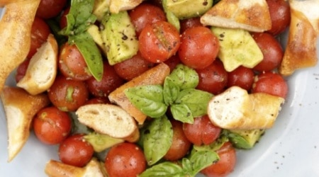 brezel-salat-mit-tomate-avocado1