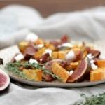 Süßkartoffel-Salat mit karamellisierten Feigen und Ziegenkäse