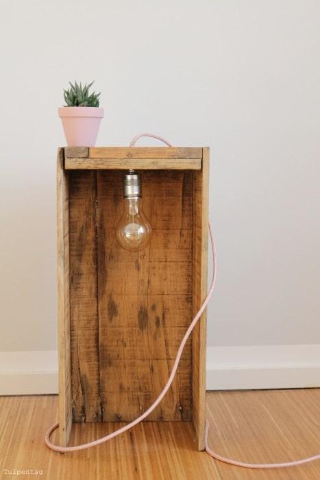 DIY Lampe selber bauen Textilkabel Holzkiste