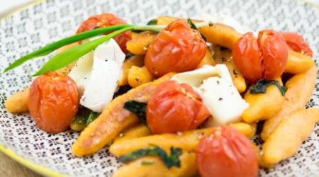 Süßkartoffel-Schupfnudeln-Bärlauch-Tomaten-Ziegenkäse-3