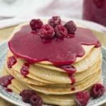 Himbeer-Curd auf Zimt-Pancakes