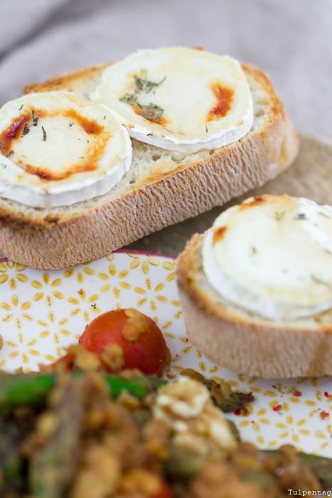 Spargelsalat grüner Spargel Crostini gesund vegetarisch Rezept rote Linsen