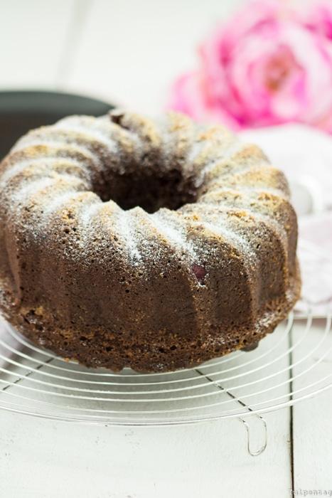 Schokoladen-Gugelhupf Gugelhupf Schokolade einfach Rührkuchen Himbeeren Kakao