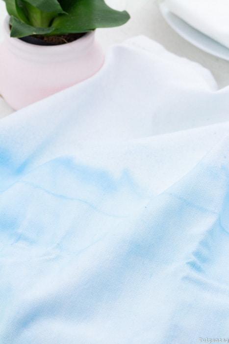 Servietten färben Federn DIY Pastell aquarell