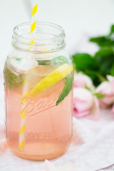 Erdbeer-Rosen-Sirup Limonade Rezept Getränk Sommer
