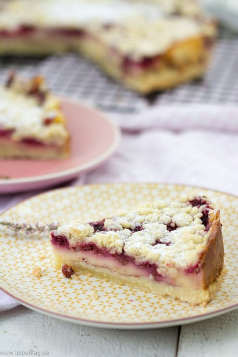 Streuselkuchen mit Vanillepudding und Himbeeren #Kuchen #Rezept #Pudding #Streusel #einfach