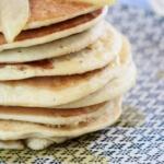 Gesunde-Dinkel-Pancakes-mit-karamellisierten-Birnen