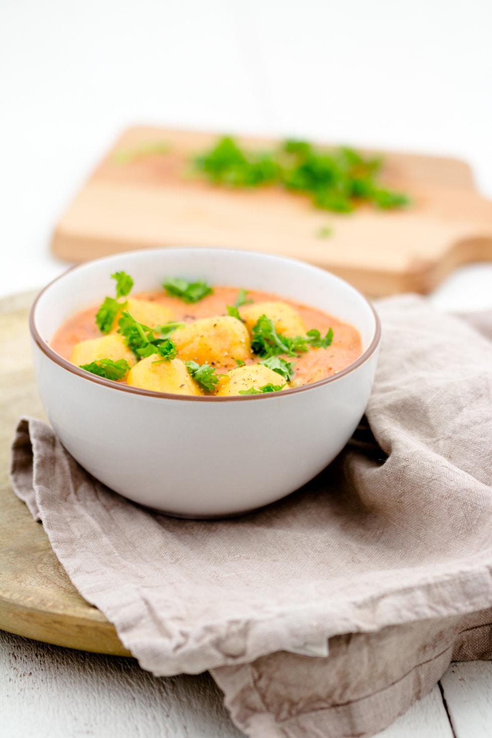 Süßkartoffelkloesse-Kokos-Tomaten-Sauce-Springlane-2