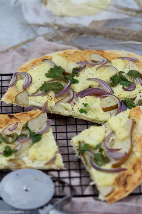 Rezept für Flammkuchen mit Birne, Camembert und Frischkäse- #selbermachen #flammkuchen #rezept #vegetarisch #schnell #einfach