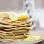 Pancakes mit Walnüssen und Honig-Zitronen-Sirup-4