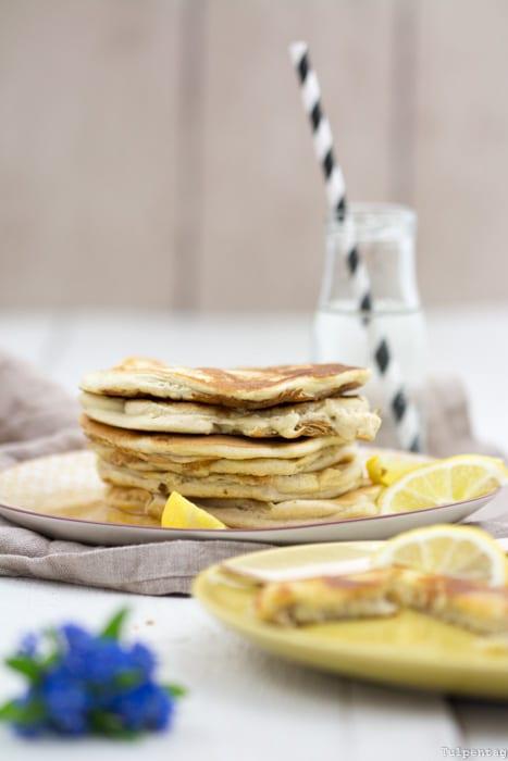 Pancakes Rezept Sommer Joghurt Walnüsse Zitronen Sirup Honig
