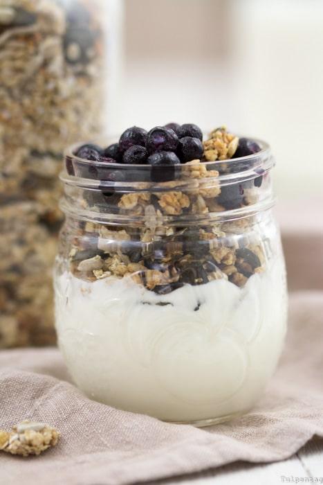 Granola Knuspermüsli selbst machen Samen Mandeln Haferflocken Frühstück Rezept