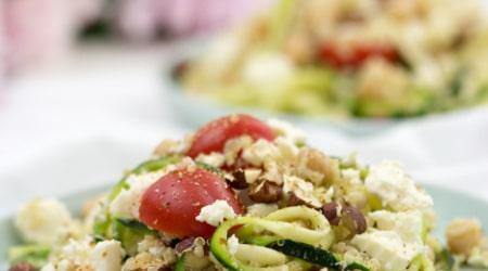 Quinoa-Salat-Kichererbsen-Feta-Zucchini-Tomaten