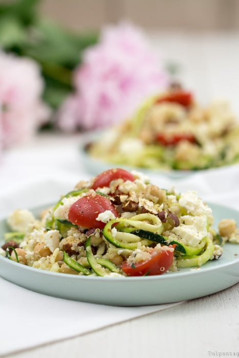 Rezept Quinoa Quinoasalat Kichererbsen Sommer Haselnüsse Zucchini vegetarisch