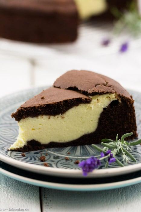 Schokoladenkuchen mit Käsekuchen-Füllung