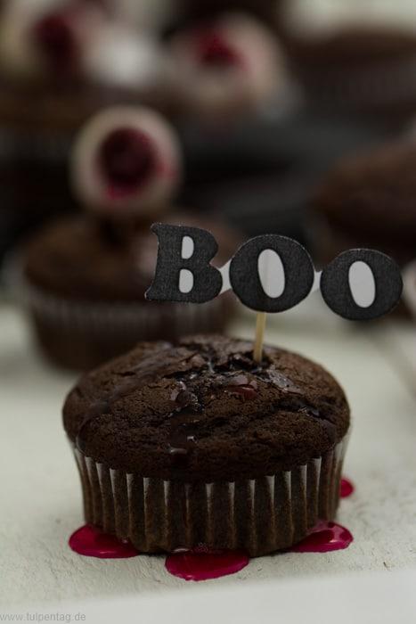 Halloween-Muffins aus doppelter Schokolade #gruselig #muffins #augen #blut #halloween #lecker #schnell #backen #ideen