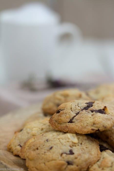 Cookies mit Schokolade und Kokos #Rezept #Cookies #Kekse #backen #schnell #einfach #schokolade #kokos #kokoschips