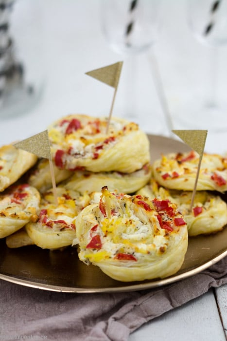 Blätterteig-Schnecken mit Paprika, Feta und Kartoffeln - Tulpentag. Schnelle Rezepte.