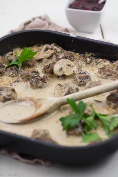 Köttbullar. Fleischbällchen aus Rinderhackfleisch mit Champugnons #Rezept #Hackfleisch #schnell #schnelleküche