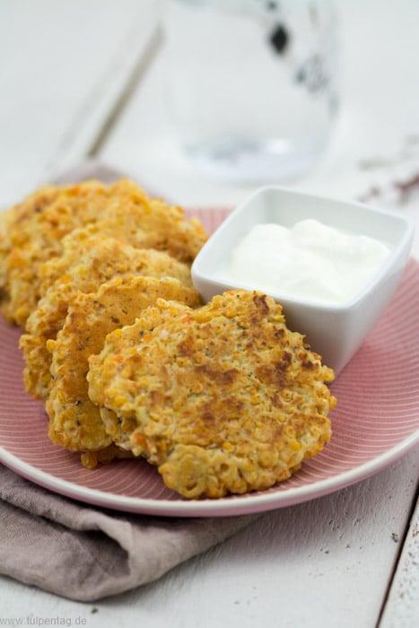 Vegetarische Bratlinge oder Puffer aus roten Linsen, Parmesan und Ei #rezept #schnell #einfach #gesund #lowcarb