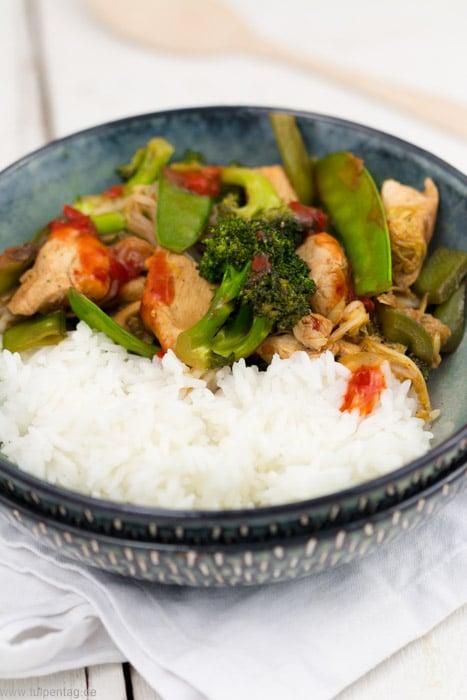 Hähnchen-Gemüse-Pfanne mit Reis. Fruchtig-scharfe Asia-Pfanne #chinakohl #schnell #feierabendküche #einfach #hähnchen #gemüse  #scharf #asiatisch #gesund