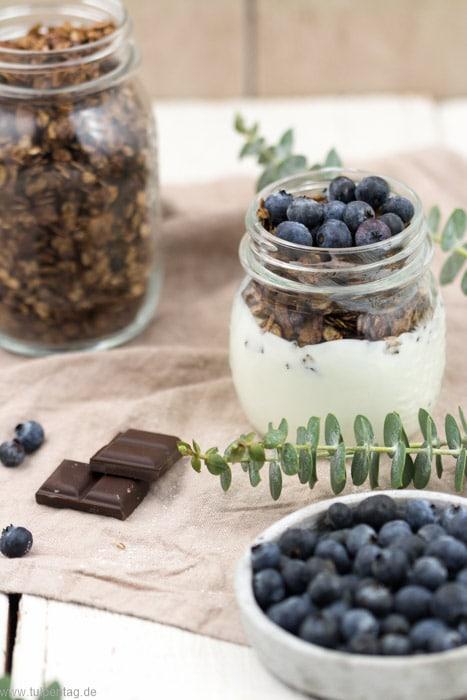 Müsli selber machen mit Schokolade und Kokos. #granola #rezept #ofen #schoko #kokoschips #frühstück