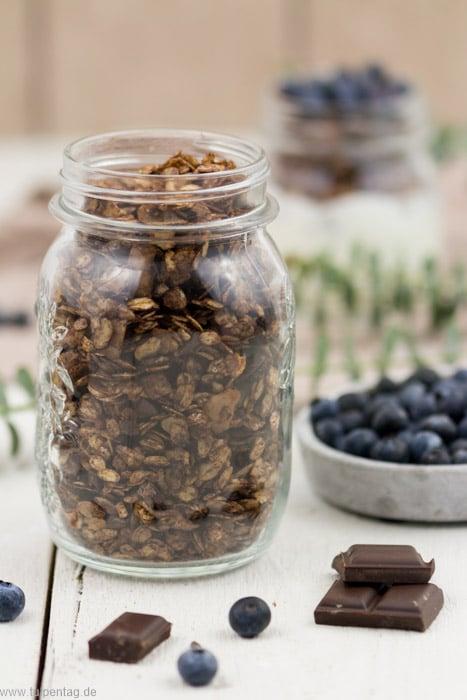 Müsli selber machen mit Schokolade und Kokos. #granola #rezept #ofen #schoko #kokoschips #frühstück #vorrat