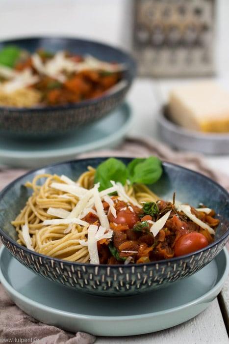 Vegetarische Bolognese mit Möhren #spaghetti #vegetarisch #veggie #gesund #schnell #feierabendküche