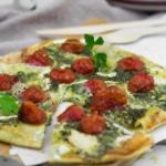 Flammkuchen-vegetarisch-Ziegenkäse-Kräuter-Chimichurri-2