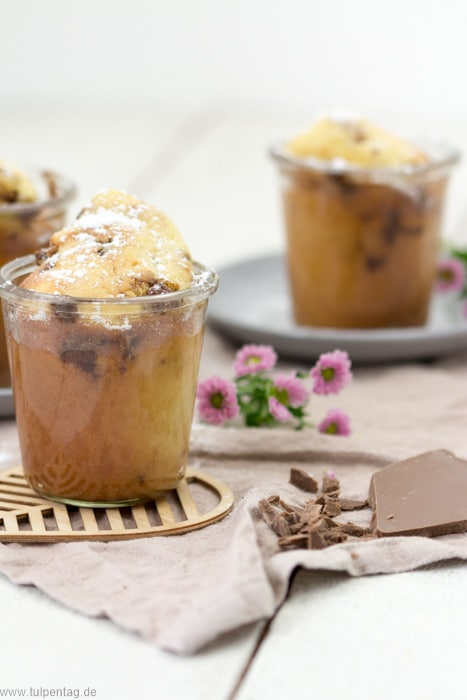 Kuchen im Glas backen. Rezept mit Schokolade und Joghurt. #rezept #kuchen #backen #glas #schnell #einfach