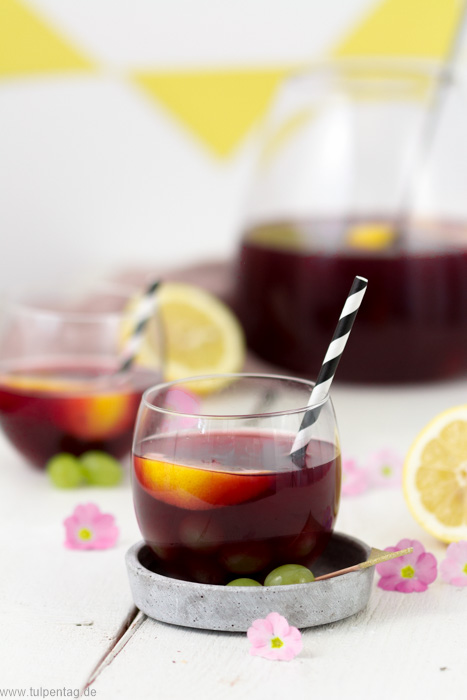 Bowle-Rezept mit Apfelsaft und Traubensaft. Ohne Alkohol. Ideales Getränk für den Sommer. #rezept #alkoholfrei #sommer #bowle #säfte