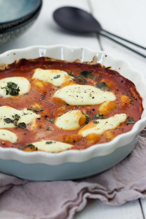 Gnocchi mit Tomaten-Frischkäsesauce und Mozzarella