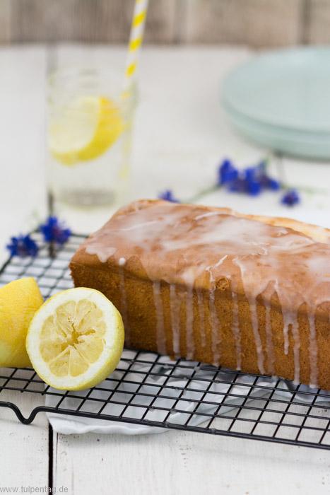 Zitronenkuchen mit Frischkäse. Rezept für einen schnellen saftigen Kuchen. #zitronen #rührkuchen #einfach #sommer