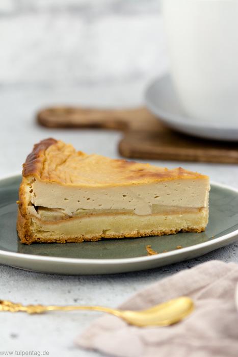 Käsekuchen mit Äpfeln und Karamell bzw. leichter Karamellnote #cheesecake #backen #rezept #äpfel #herbst #kuchen #einfach
