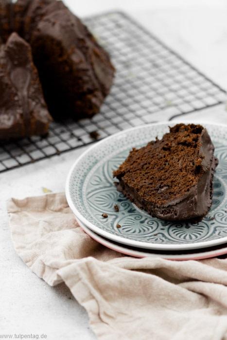 Zucchinikuchen ohne Nüsse mit Schokolade #gugelhupf #backen #zucchinischwemme #rezept #zucchini #schokolade #schoko