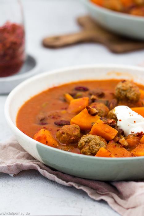 Eintopf mit Hackfleisch, Süßkartoffeln, Bohnen und passierten Tomaten. #schnell #einfach #feierabendküche #rezept #herbst