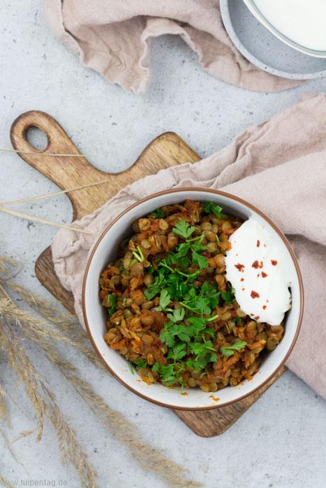Rezept für Linsensalat mit Joghurt #gesund #einfach #schnell #büroessen #mealprep #vegetarisch