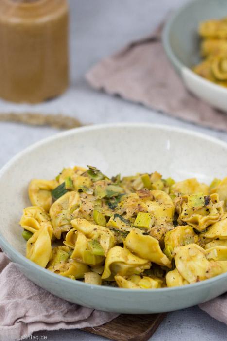 Rezept für Tortellini in einer Sauce aus Lauch und Sahne #vegetarisch #rezept #tortellini #schnell #einfach