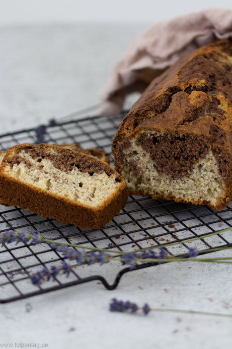 Bananenbrot mit Kakao und Mohn - Marmorkuchen #rezept #bananenbrot #einfach #marmorkuchen #rührkuchen #bananen
