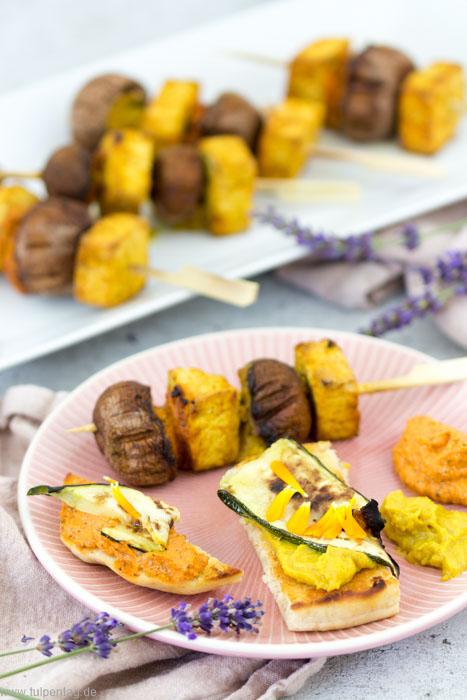 Vegan Grillen - Tofu-Pilz-Spieße und Grillgemüse-Happen