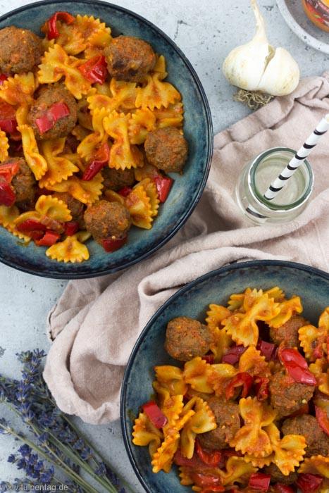 Nudelpfanne mit Paprika und Hackbällchen. #hackfleisch #rezept #nudeln #pasta #schnell #einfach