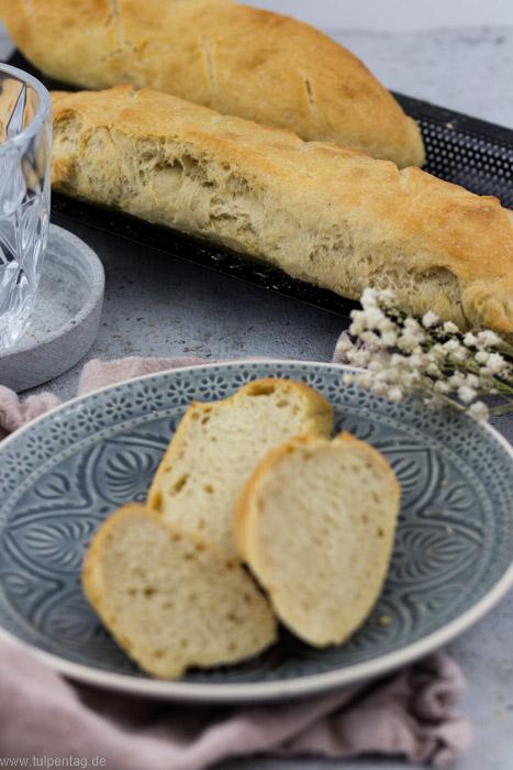 Baguette Grundrezept. Hier mit Dinkelmehl. #rezept #backen #baguette #einfach