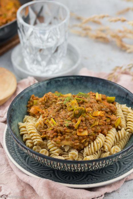 Nudeln mit Linsensauce und Lauch. Vegetarisches Rezept mit Pardina Linsen. #pasta #vegetarisch #linsen #lauch #schnell #einfach
