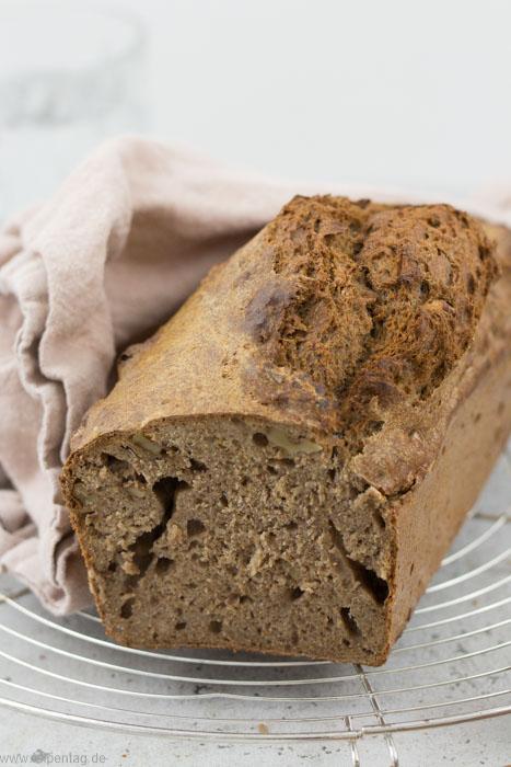 Vollkornbrot selber backen. Rezept für Brot in der Kastenform. Einfach und schnell.