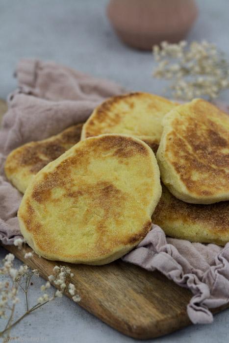 Pfannenbrot. Brote aus der Pfanne schnell und einfach selbermachen. Rezept. #brot #einfach #schnell #pfanne #brot #naan